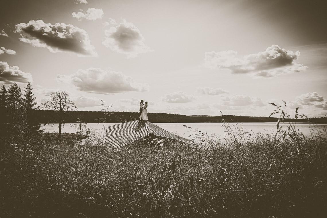 johan och jonna jintons bröllop bruden och brudgummen dansar på taket