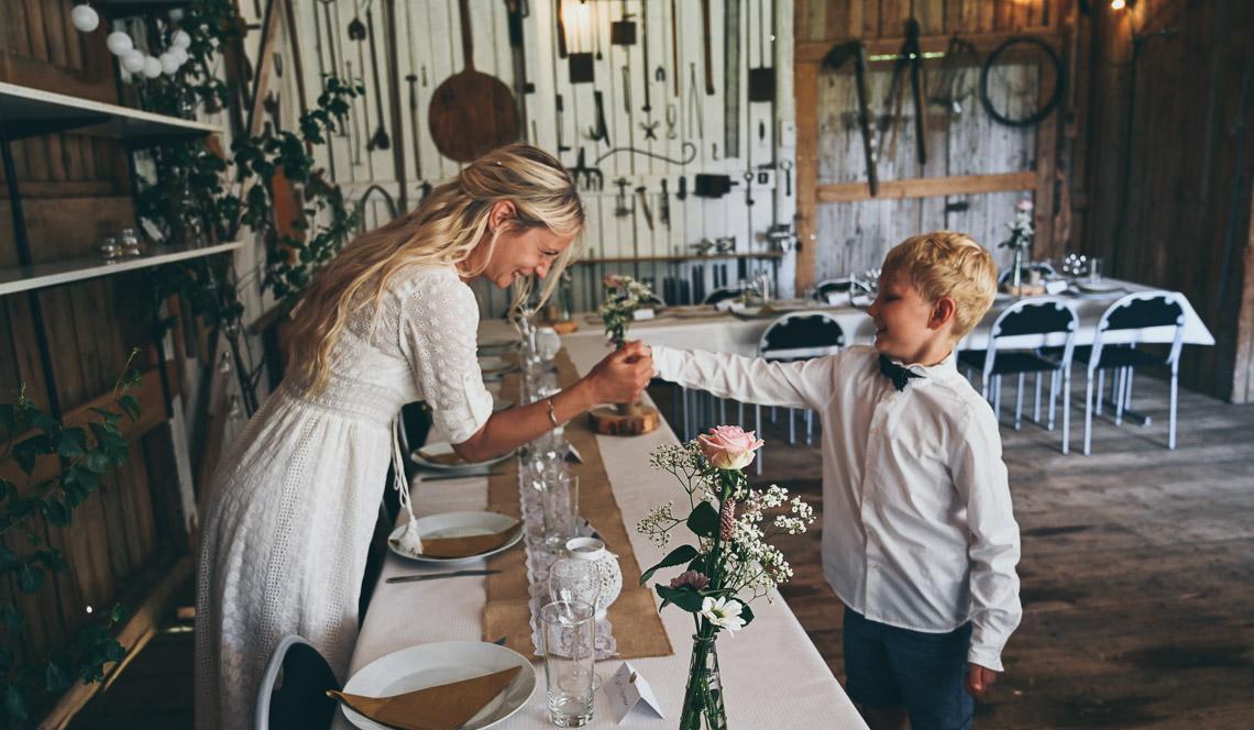 dukning i lada för bröllop