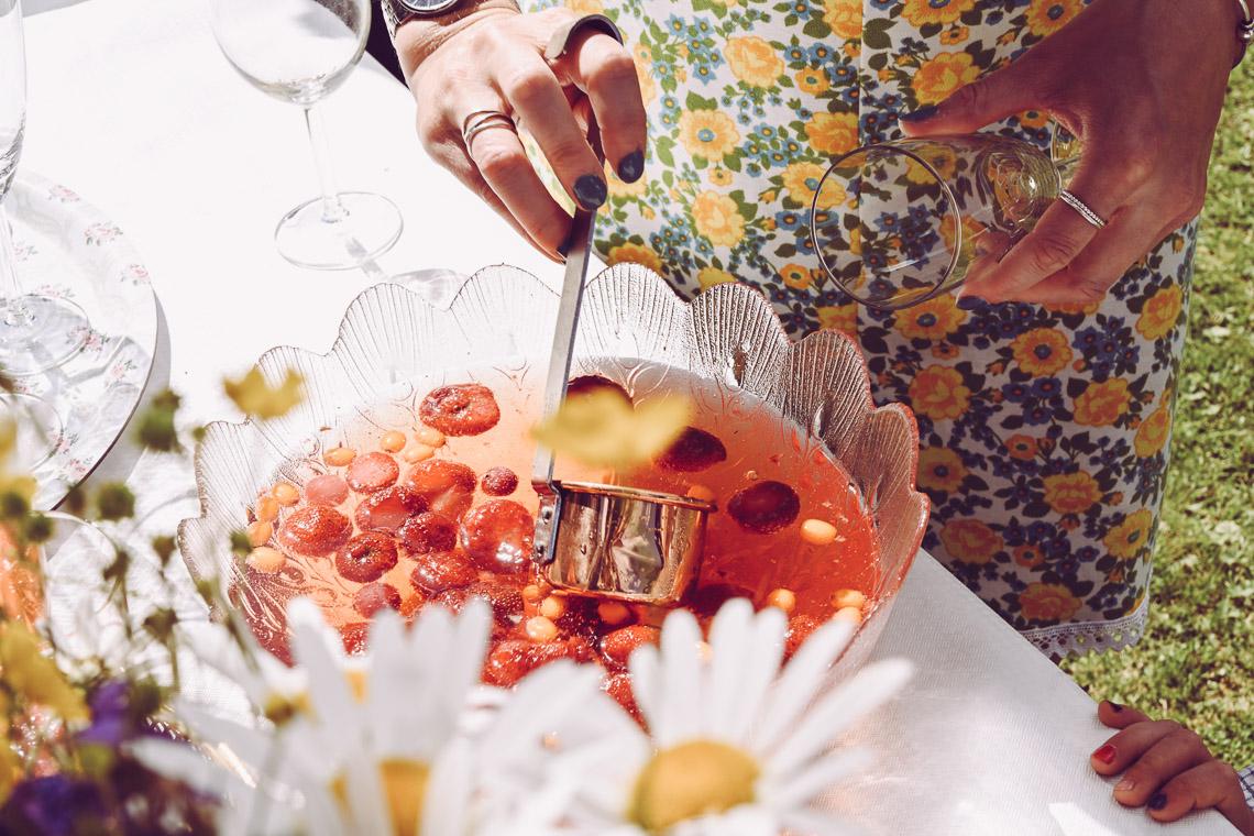 bröllop på sommaren bål med jordgubbar