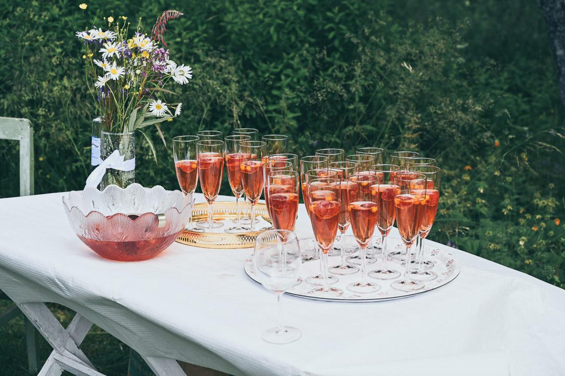 sommarbröllop bål med bär
