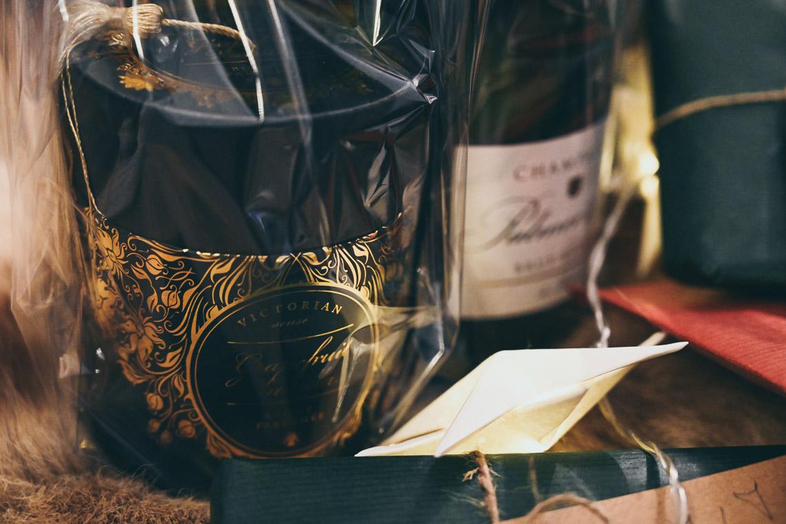 julklappar till brudpar champagne doftljus