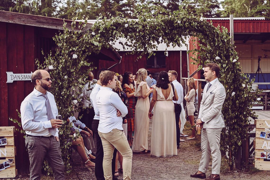 mingel på bröllop blomsterbåge