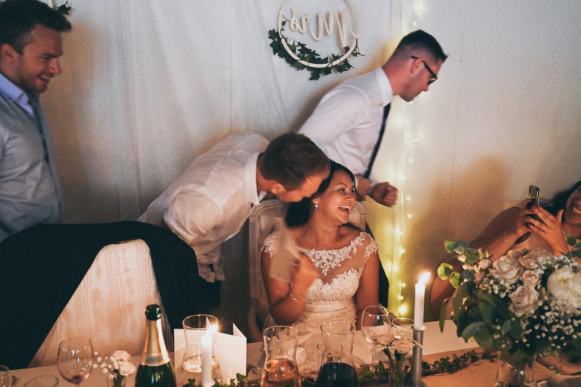 Brud på bröllopsfest