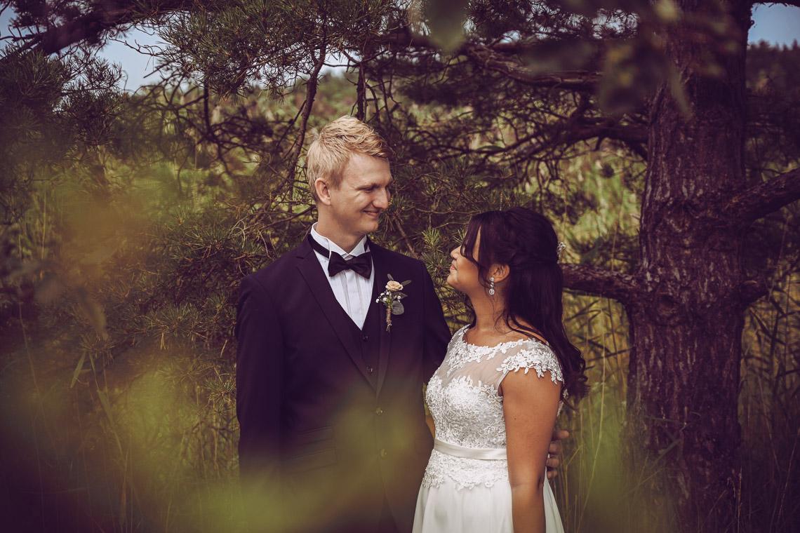 bröllop i skogen fotograf Sandra Hila