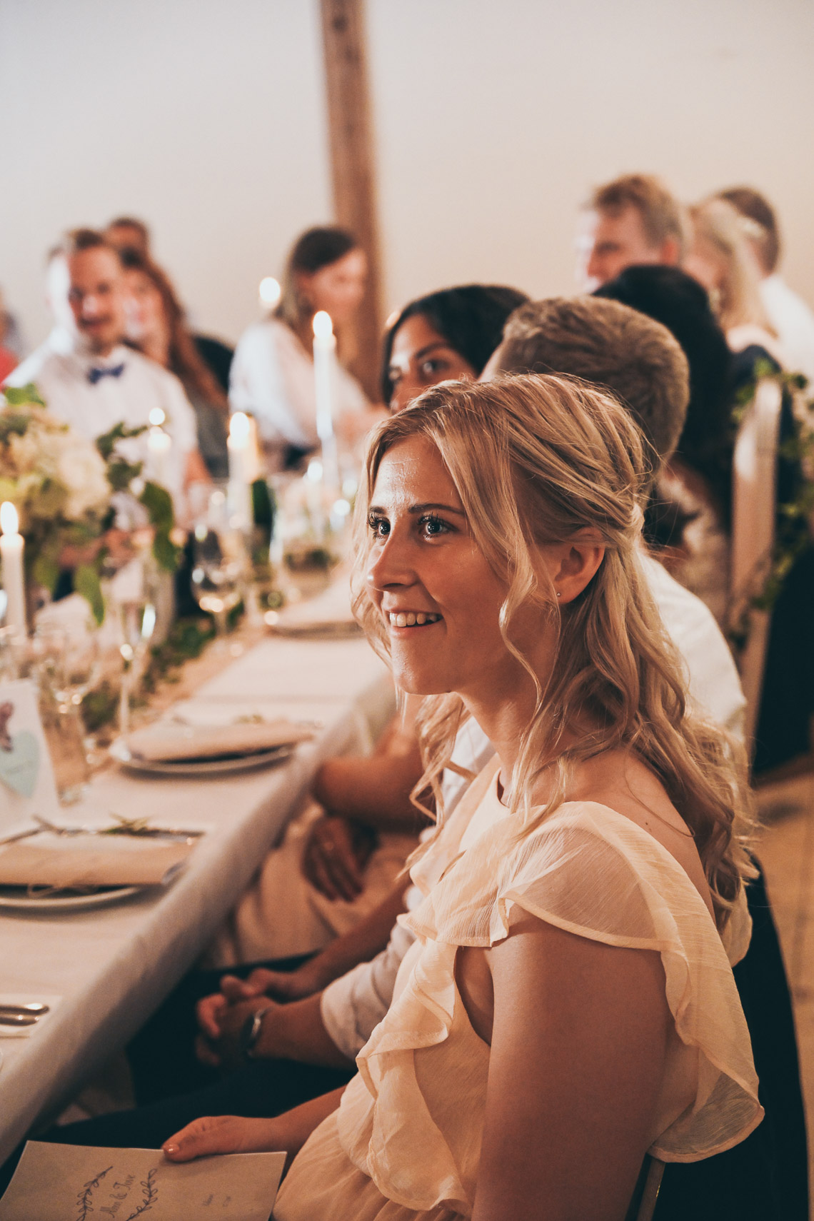 rustikt bröllop i Mönsterås och Oknö kaffetorpet blond kvinna